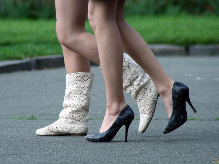 девушка с 4 ногами фото