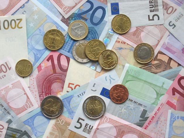 Финансовые аналитики советуют челябинцам не торопиться с продажей валюты