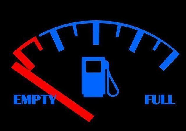 В Челябинске зафиксировали самую низкую стоимость бензина АИ-92 в УрФО
