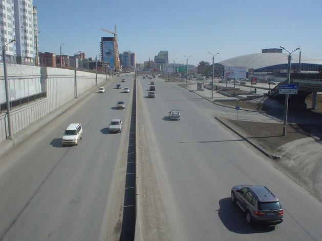 В Челябинске на неделю ограничили движение по улице Братьев Кашириных