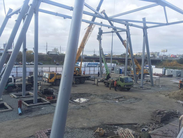 Возле КРК «Мегаполис» началось строительство гигантского колеса обозрения