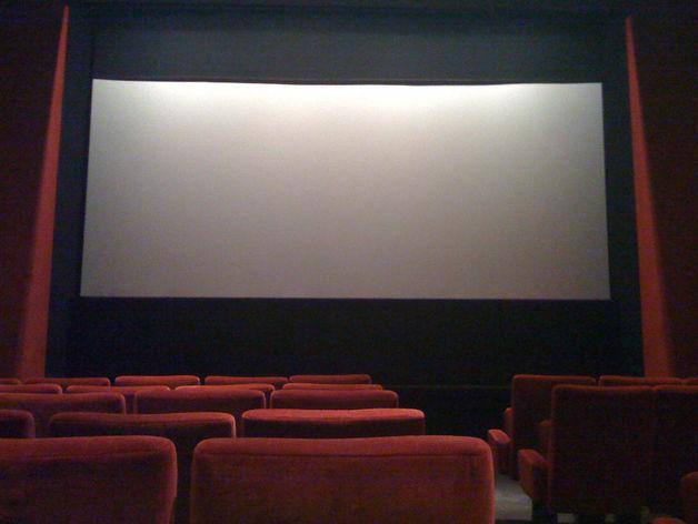В челябинском цирке установили огромный экран для показа фильмов