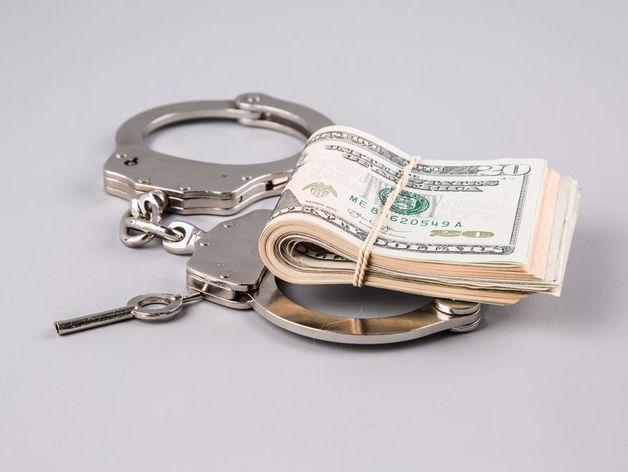 Челябинские юрист и бывший прокурор подозреваются в мошенничестве на 100 млн руб.