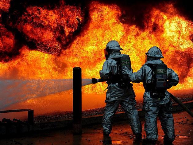 Кокс горит. 54 человека тушат пожар на ММК