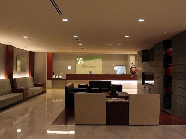 Банк продаёт в Челябинске отель на набережной за 222 миллиона рублей