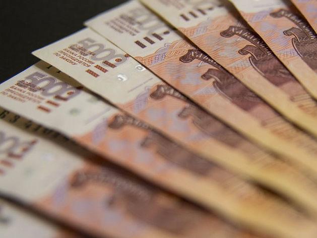 Каждый десятый должник в Челябинске отдаёт кредиторам половину зарплаты
