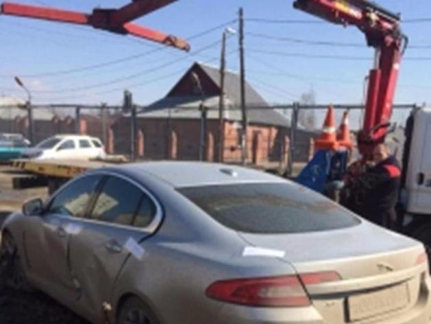 В Челябинске у приставов чуть не угнали Jaguar с номером 007