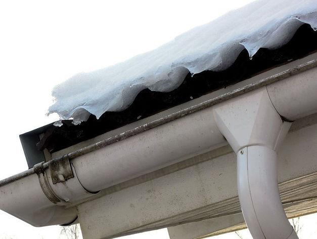 В Аше мужчину убило обвалившейся с крыши снежной глыбой