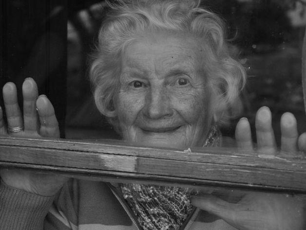 Пожилая жительница Коркино избила ногами следователя