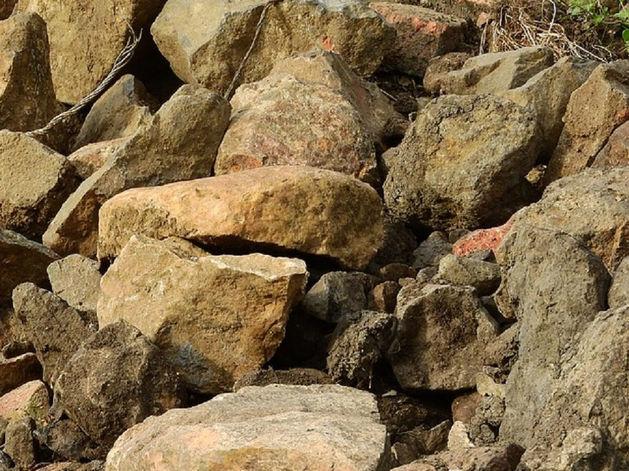 В Челябинской области молодого рабочего раздавило обвалившимися камнями