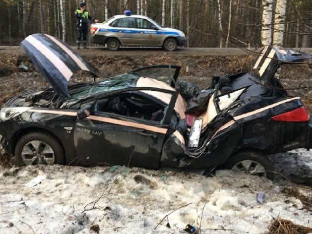 В Челябинской области женщина-водитель иномарки слетела с дороги и протаранила дерево