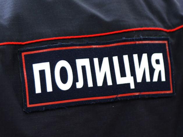 В Челябинске неадекватный мужчина забросал камнями стекла многоэтажки