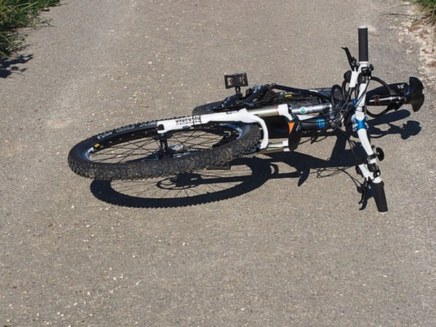 В Чебаркульском районе иномарка сбила несовершеннолетнюю велосипедистку