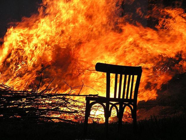 В Карталах мужчина сжег дом бывшей возлюбленной