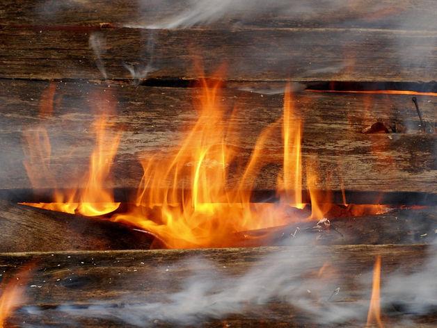 Под Челябинском от удара молнии полностью сгорел коттедж