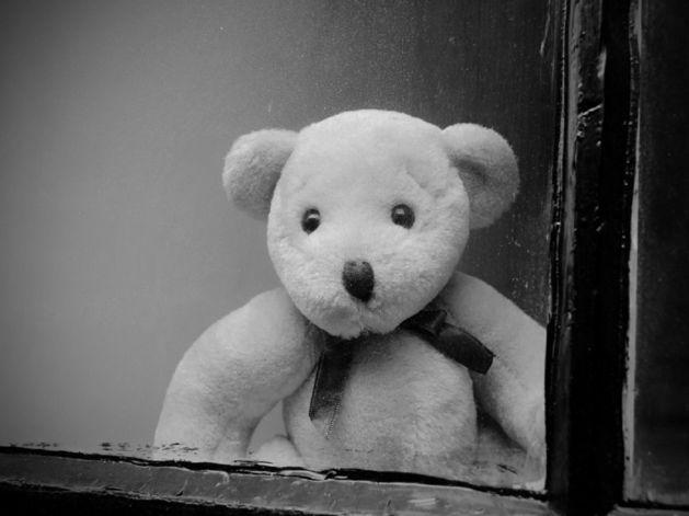 В Челябинске 2-летний ребенок выпал из окна третьего этажа