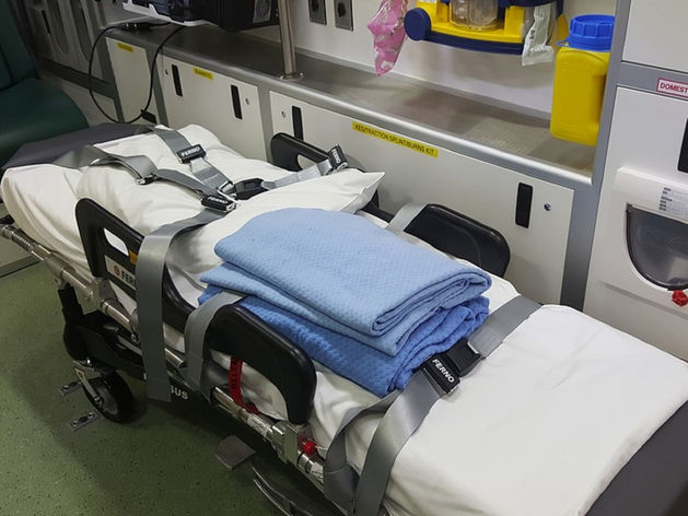 В Карталах при падении с пятого этажа пострадала 5-летняя девочка
