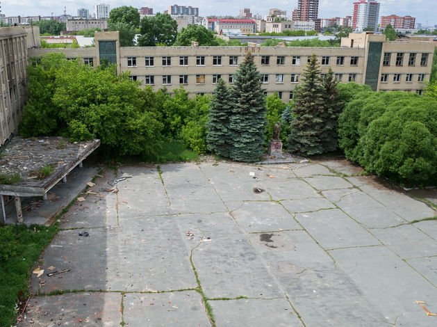 В Челябинске известный застройщик купил здание и земли бывшего танкового училища