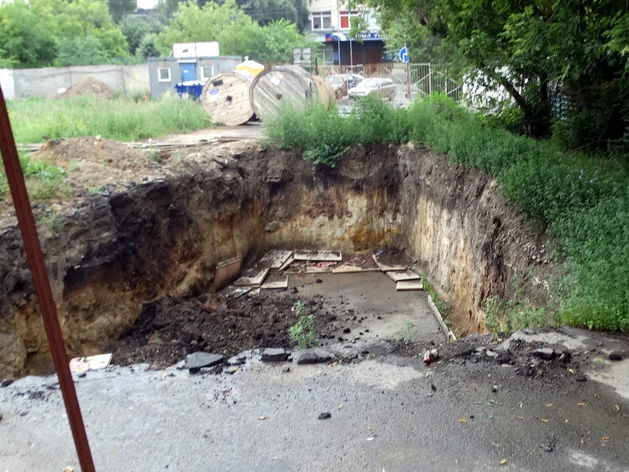 В Челябинске рассказали о запрете стройки на месте кладбища, где возводят офисное здание