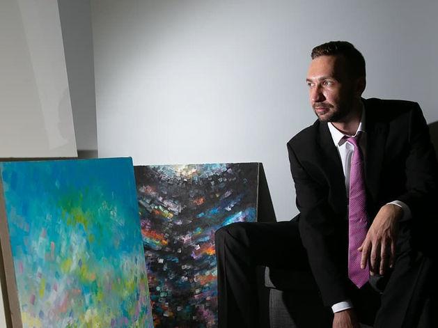 Директор челябинского института «УралНИИСтромПроект» проводит выставку-аукцион живописи