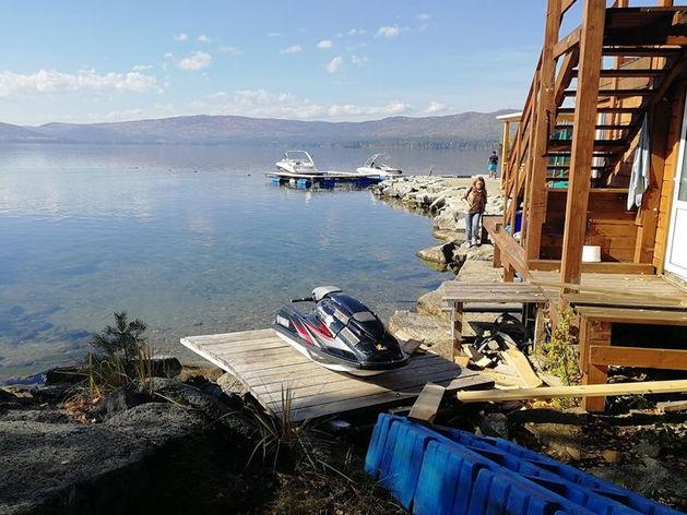 Клуб-отель «Золотой пляж» обвинили в загрязнении озера Тургояк нечистотами