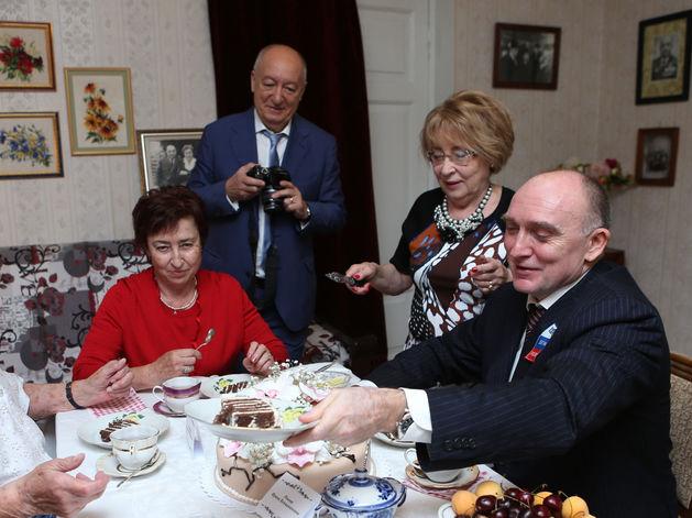 Дубровский за месяц потратит почти 1 млн руб. на пиар в СМИ