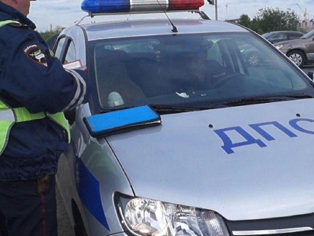 """В Челябинске водитель """"Ниссана"""" сбил подростка и застрял на рельсах"""
