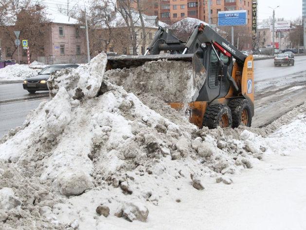 «Во дворах — вечный провал»: власти Челябинска оценили уборку снега