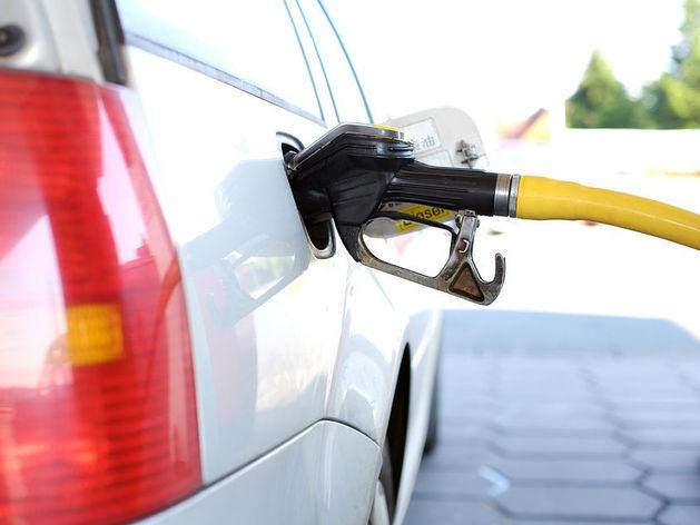 В Челябинске зафиксировали снижение цен на бензин