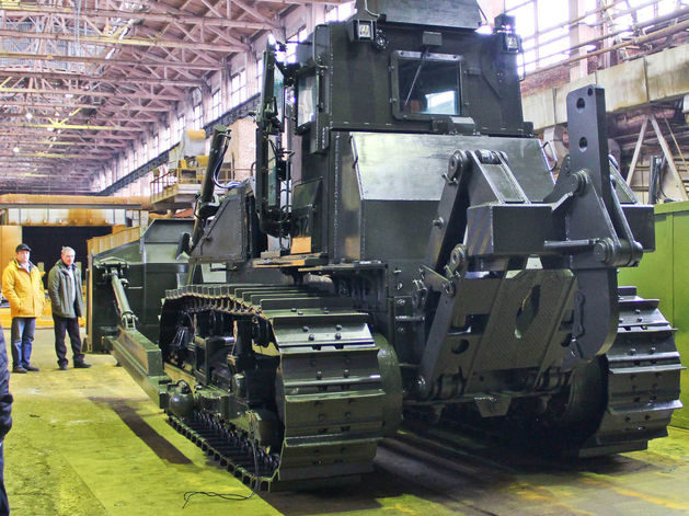 Суровость зашкаливает: челябинские тракторы смогут преодолевать минные поля