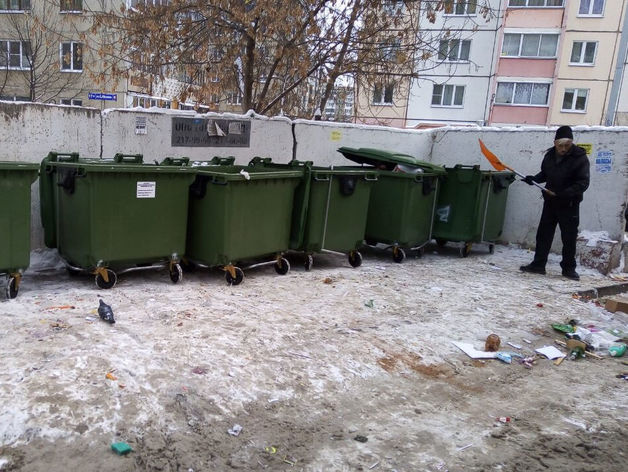 Мусорный коллапс-2? В новогодние праздники челябинские магазины сваливали мусор во дворах