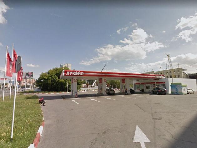 Автозаправка в центре Челябинска загоняет автомобилистов в долги