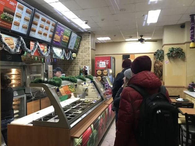 Subway возле горсада в Челябинске выставили на продажу. «В связи с переездом собственника»