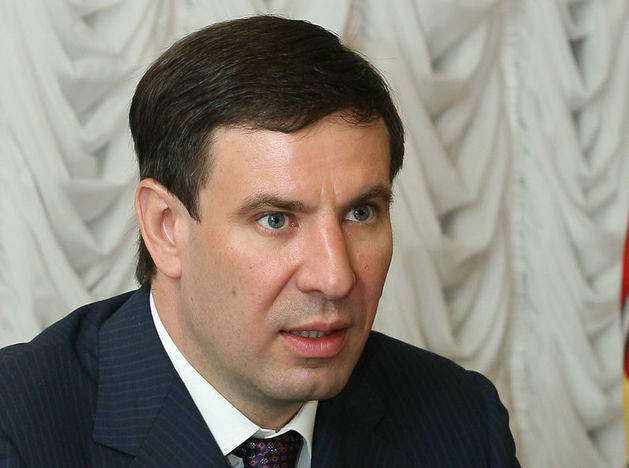 Михаил Юревич вновь снял ролик из спортзала: теперь он подтягивается с гирей. ВИДЕО