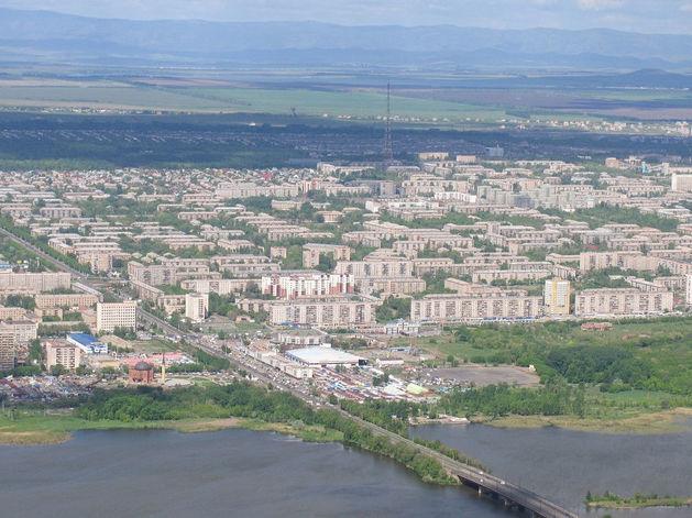 В Магнитогорске загорелся ТЦ в пристрое дома, в котором ранее произошёл взрыв
