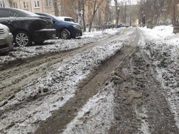 «Тянем до последнего»: как связана уборка снега в Челябинске с законом о госзакупках