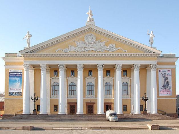 Некрасиво и опасно: челябинский Театр оперы и балета получил деньги на ремонт
