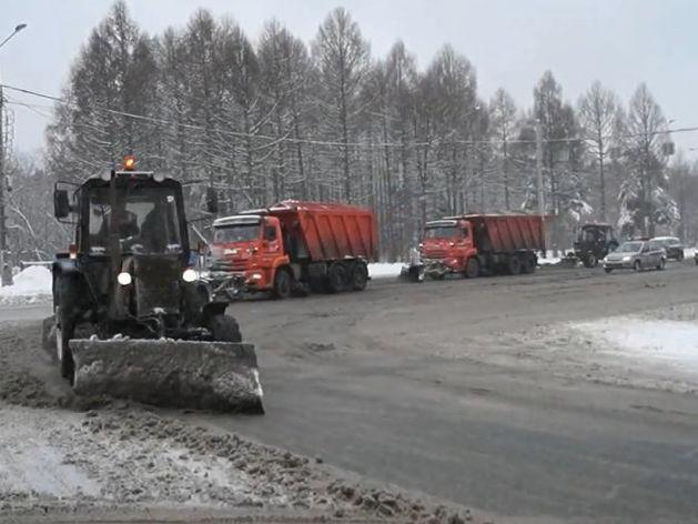 «Придерживаются маршрута»: почему снегоуборщики едут по Челябинску и не чистят дороги?