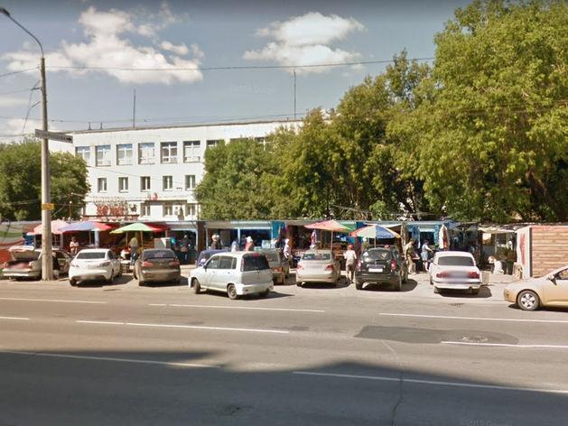 На месте рынка в центре Челябинска появится сквер. «Куда теперь с товаром?»