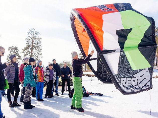 Экстремалы, ветер, паруса: на Тургояке прошел фестиваль по сноукайтингу