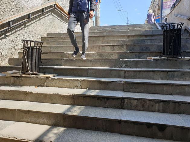 В центре Челябинска отремонтировали подземный переход, где разбился мужчина