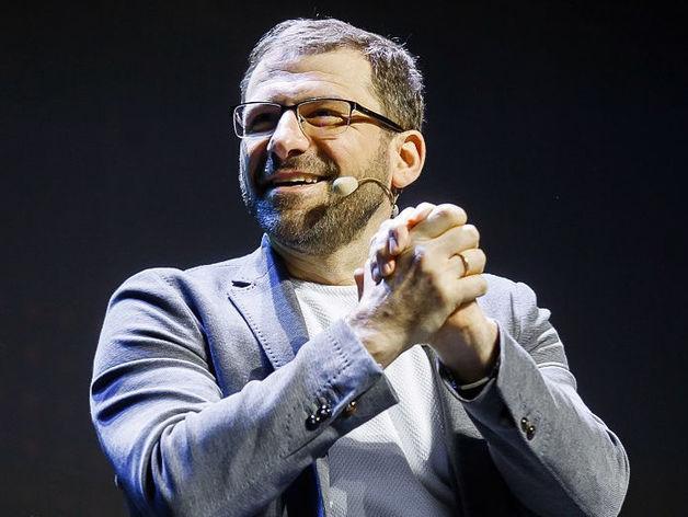 «Возьми и умножь!» Южноуральский миллиардер из списка Forbes высыпал на людей $20 тыс.