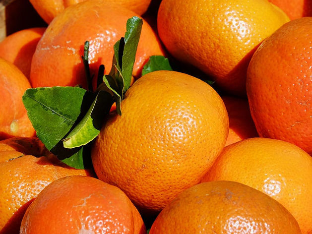 Челябинцы начали экономить на мандаринах к Новому году
