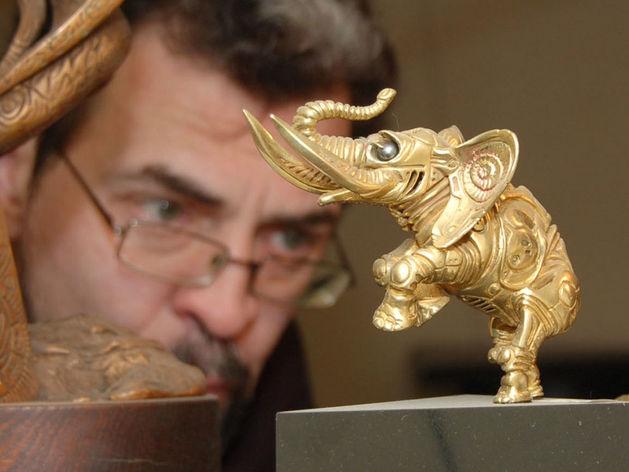 В Челябинске покажут произведения скульптора, который создал герб города