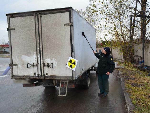 На ЧМК задержали грузовой автомобиль с превышением радиационного фона