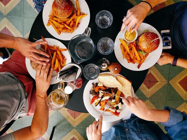 Челябинские рестораны бесплатно кормят медиков, борющихся с коронавирусом