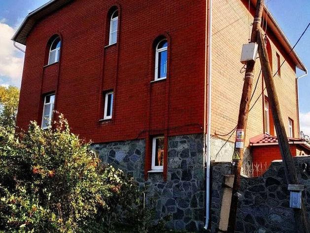 В Челябинске на продажу выставлен особняк с готовым бизнесом