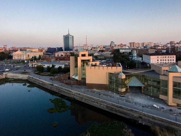 Мэр Челябинска потребовала исправить неровную плитку на набережной реки Миасс