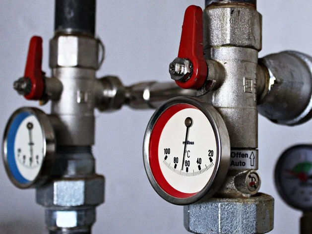 Жители Челябинской области массово перестали платить за отопление и свет
