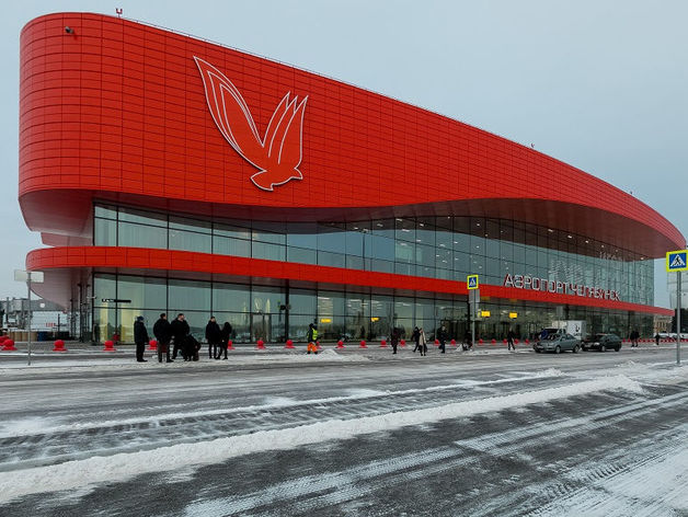 В аэропорту Челябинска проверили жалобы сотрудников на зарплату: указ Путина им не помог